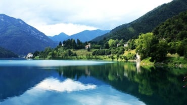 Beautiful Lakes of Northern Italy - 4 Day Tour