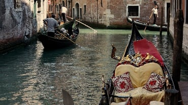 Venice: Traditional Gondolas Regatta