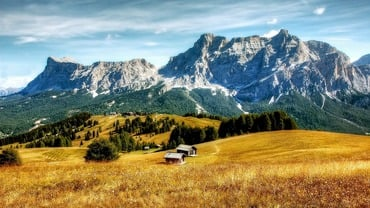 Goldener Herbst in den Dolomiten am Latemar
